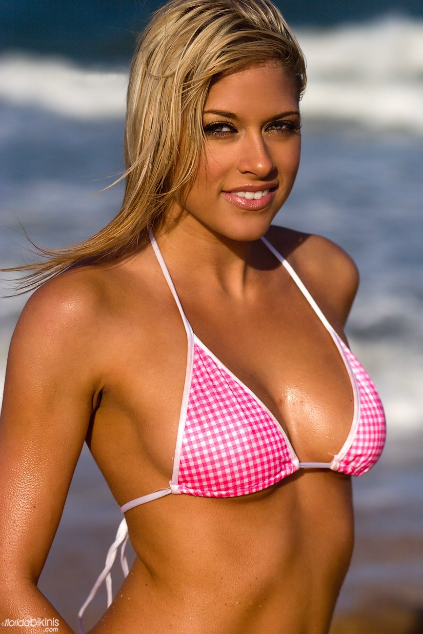 Kelly Kelly loosens up her